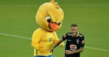 Неймар и Коутиньо поиздевались над талисманом сборной Бразилии