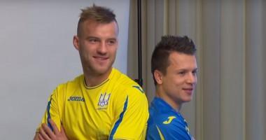 Ярмоленко с Коноплянкой повеселились на фотосессии сборной