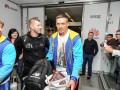Усик вернулся в Украину без чемпионского пояса WBO