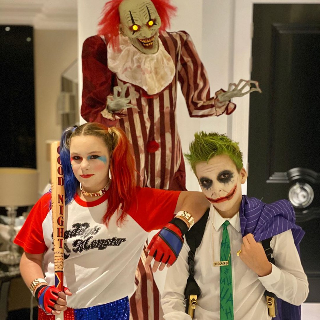 Дети Джона Терри в праздничных образах