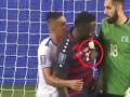 Игрок Сальвадора схватил соперника за сосок и спровоцировал семейный конфликт