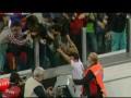 Гонщик Ferrari забил красивый пенальти в благотворительном матче звезд