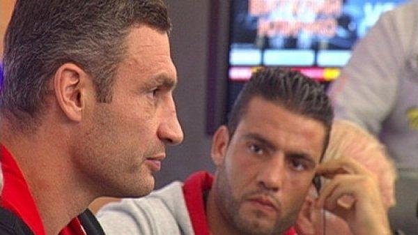 Чарр задумчиво смотрит на Кличко