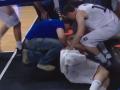 На игрока сборной Парагвая упал щит во время матча с Аргентиной