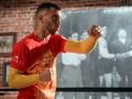 Ломаченко провел открытую тренировку в огненной футболке