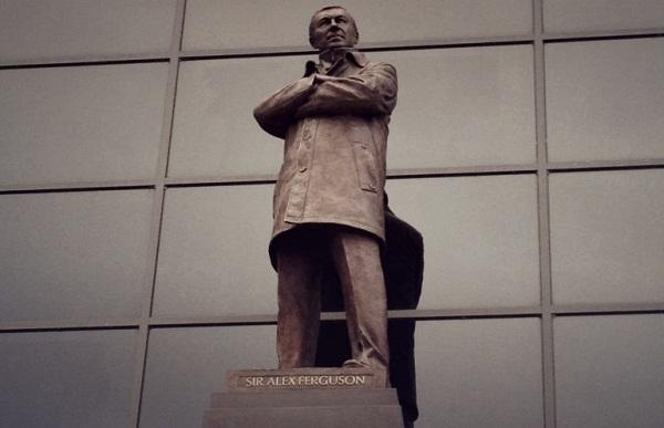 Статуя сэра Алекса Фергюсона в полный рост