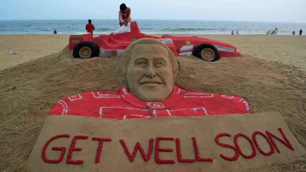 В Индии появилась песчаная скульптура Шумахера