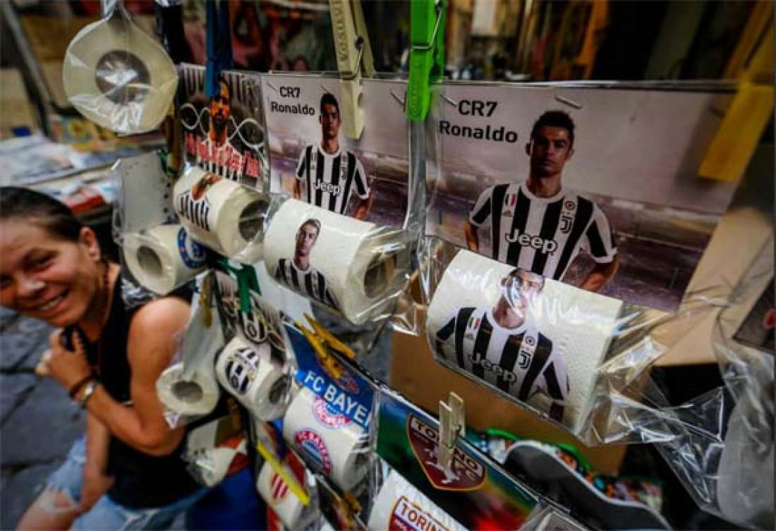 В Неаполе продают туалетную бумагу с изображением Криштиану Роналду