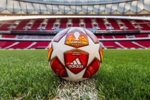 УЕФА показал официальный мяч плей-офф Лиги чемпионов