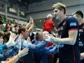 В России волейболиста высадили из самолета из-за длинных ног