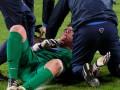 В Германии вратарю во время матча шипами от бутсы порезали шею