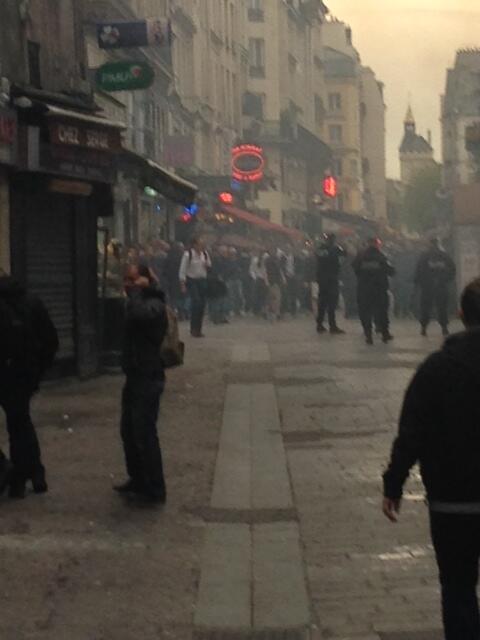 Фанаты Челси устроили беспорядки в центре Парижа