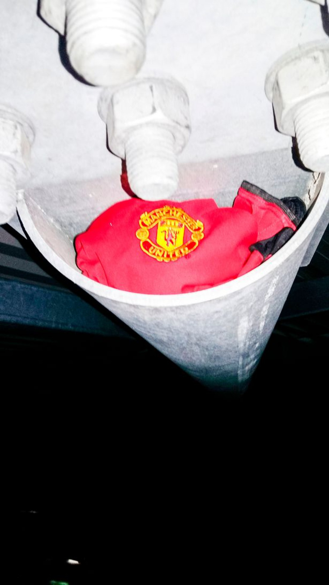Футболка МЮ на крыше Энфилд Роад