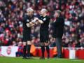 В матче английской Премьер-лиги заменили главного арбитра