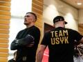 Как Усик тренировался в торговом центре Риги