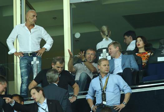 Абрамович и Ахметов на футболе
