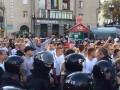 Польских фанатов отводят на стадион в сопровождении сотрудников МВД