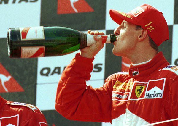 Mercedes переживает за Михаэля Шумахера