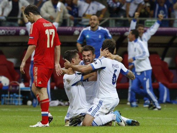 Россияне сенсационно уехали домой, а выбили их обескровленные греки