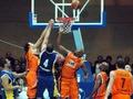 Баскетболисты рекламируют книги Обамы в Украине