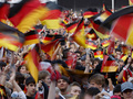 Немецким футбольным фанатам запретили мусорить на улицах
