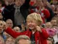 Праздник со слезами на глазах. Маленький фанат Ливерпуля неосторожно празднует победу в Кубке лиги