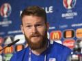 Капитан Исландии: Это неправда, Роналду обменялся футболками