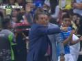 Тренер получил красную карточку за слишком эмоциональное празднование гола