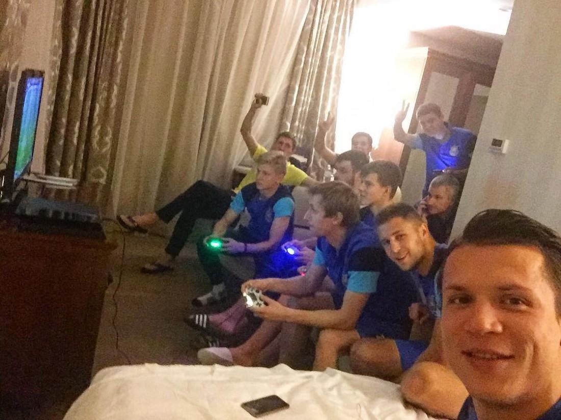 Евгений Коноплянка и футболисты сборной Украины