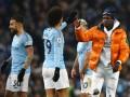 Стюарды попытались увести игрока Манчестер Сити с поля, перепутав его с болельщиком