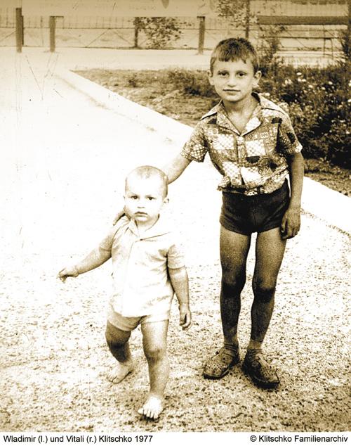 Маленький Владимир Кличко с братом Виталием, 1977 год