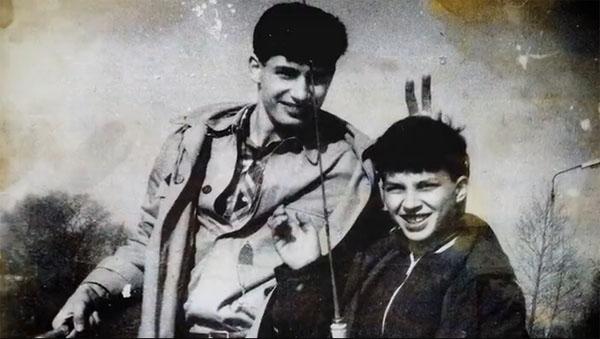Владимир Кличко со старшим братом Виталием на рыбалке