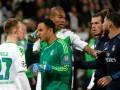 Игрок Реала во время матча выбил зуб защитнику Вольфсбурга
