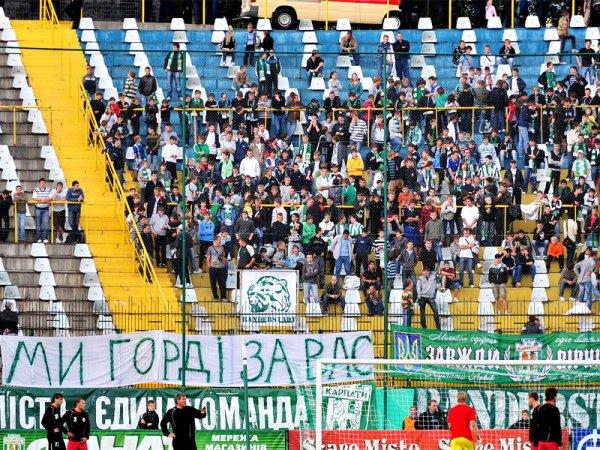 На матч із Волинню прийшли лише найвідданніші вболівальники / Фото ФК Карпати