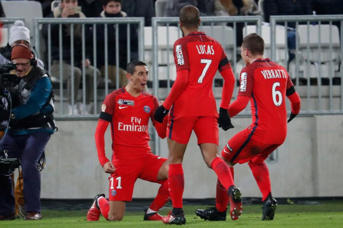 Футболисты ПСЖ отмечают выход в финал Кубка французской лиги
