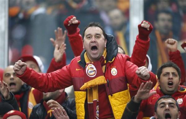 Горячие турецкие болельщики увидели победу Галатасарая