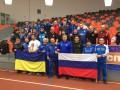 Украинские и российские борцы сделали общее фото на фоне флагов стран