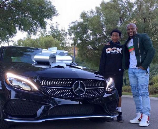 Флойд Мейвезер подарил сыну на день рождения автомобиль