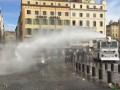 В Марселе против фанатов России и Англии применили водометы
