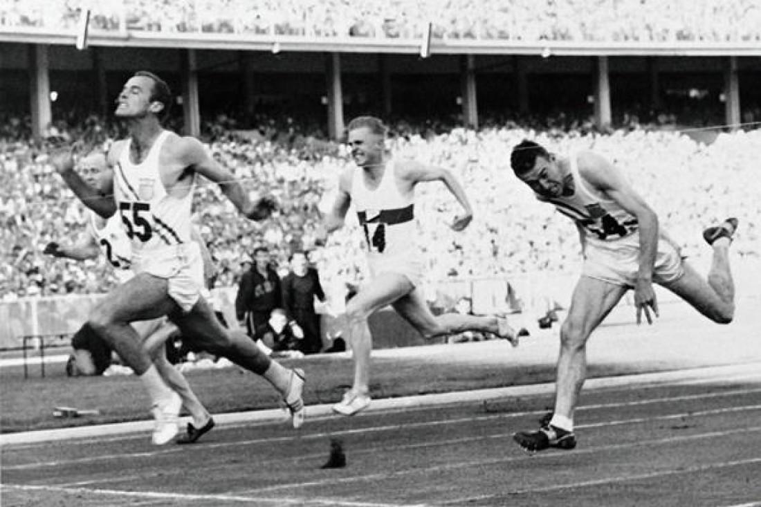 Бобби Морроу финиширует первым на Олимпиаде-1956