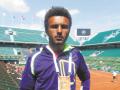 Французский теннисист зацеловал журналисту против ее воли