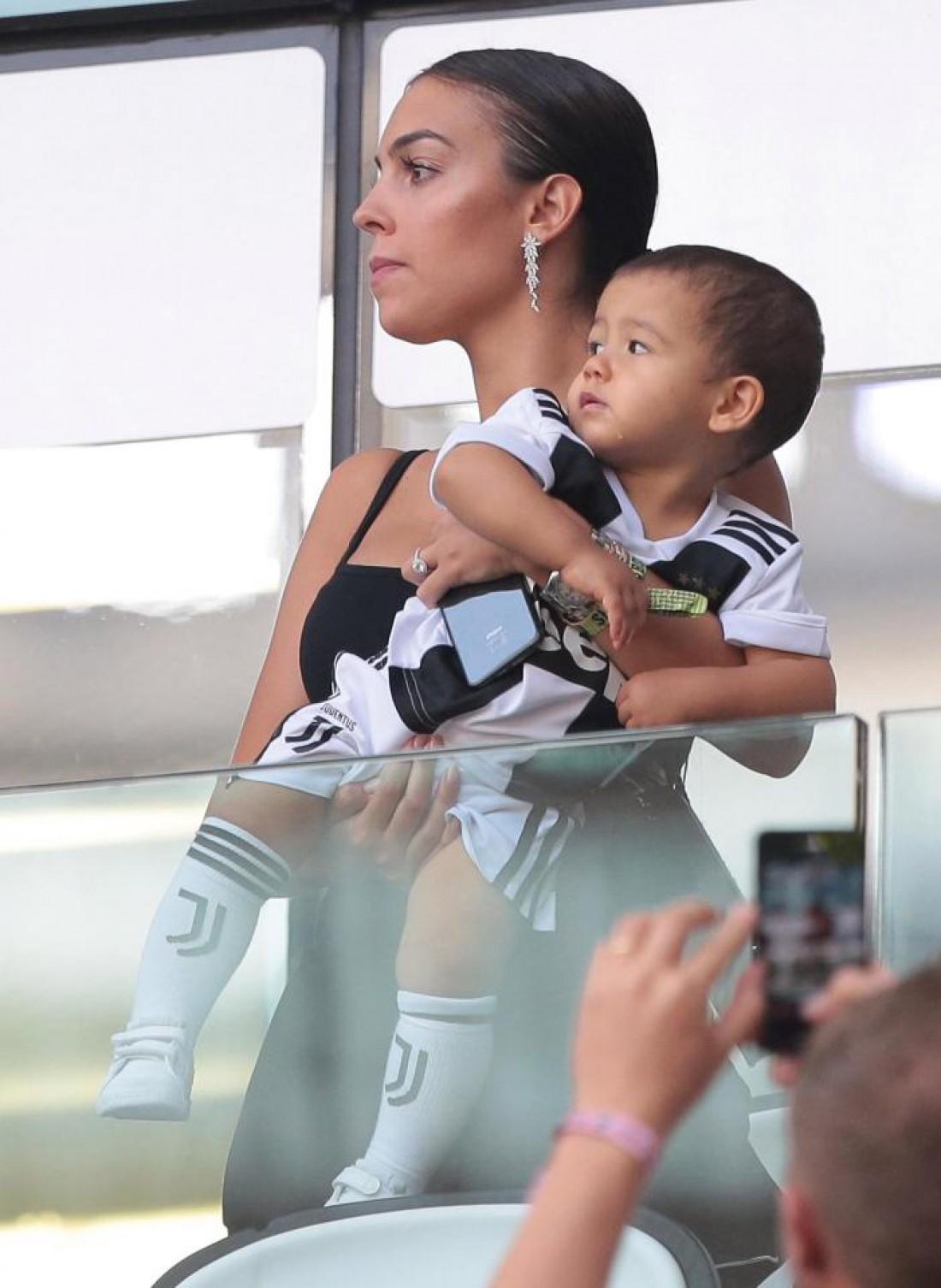 Джорджина Родригес с детьми Роналду на стадионе Ювентуса