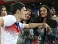 Магуайр – своей девушке: Попроси соседей выбросить мусор, Англия еще не едет домой