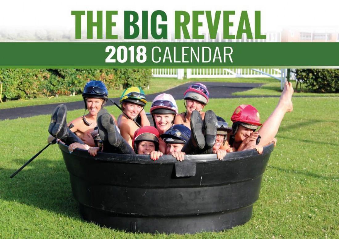 Британские девушки-жокеи позируют для календаря