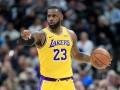 Эффектная передача Леброна и его аллей-уп спиной к кольцу - среди лучших моментов в НБА