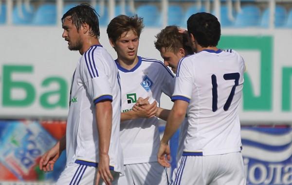 Динамо побеждает Ильичевец