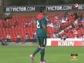 Кудесник. Мексиканский футболист жонглирует жвачкой