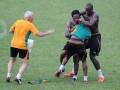 Футболисты сборной Кот-д'Ивуара подрались на тренировке (ФОТО)