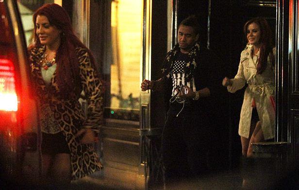 Мелисса, Андерсон и Карла собираются в ночной клуб