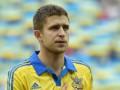 Нападающий сборной Украины одарил жену цветами